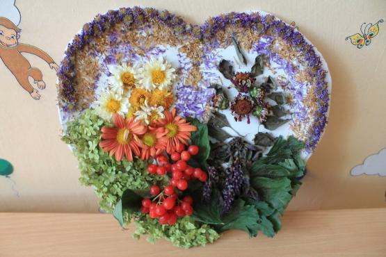 Композиции цветов и поделок